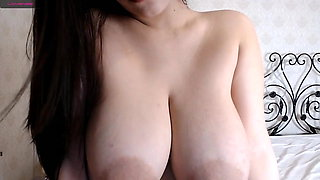 Asian juicy girl shows her superb curves