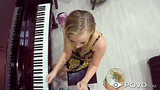 Piano Teacher easily scores Top-Shelf Pussey