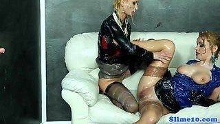 Uma and Anita Vixen scissoring
