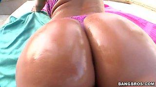 Hot ass blonde Shyla Stylez gets her ass fingered