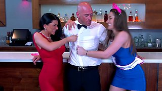 Bartender bangs the bride to be at the bachelorette party