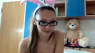 Nerdy camgirl in sexy lingerie exposes her perfect curves