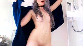 Beautiful camgirl flaunts her wonderful body on the webcam