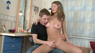 Youngster shows fragile bimbo how to stimulate erogenous zones