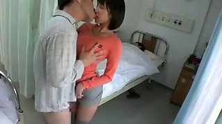 Asian girl cheats in hospital visit through the curtain groping