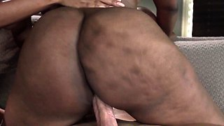 Ebony stepmom jiggling her booty during ffm