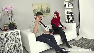 Horny photographer fucked sexy muslim woman