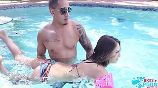 Sara luvv pussy out by the pool