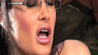Lisa Ann in Sarah Palin parody