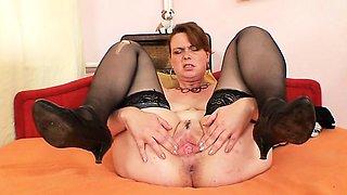 Hot natural big boobed amateur housewife satisfies herself
