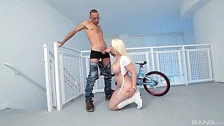 Voluptuous blonde with a huge ass Bedeli Butland rides on a hard rod