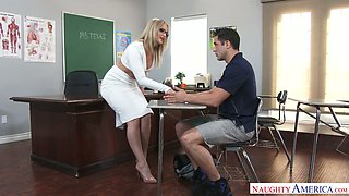 PAWG teacher Alexis Texas gets intimate with her perverted student