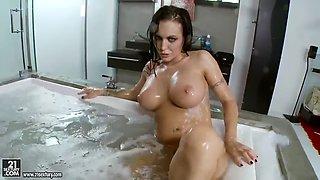 Jenny hot bath play