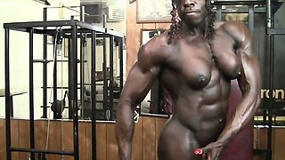 Roxanne Edwards - She\'s Naked, Ripped, and Powerful