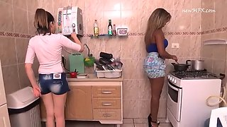 Anny Bombom farting in the kitchen