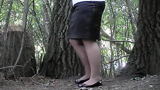 Chubby girl with fat pussy caught pissing