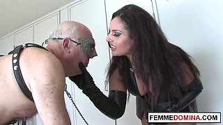 Brit dominatrix whips mercilessly naughty slave