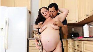Pregnant Plumper Wants Some Strange Cock