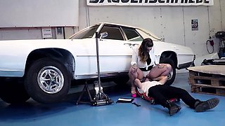 BUMS BUERO - Tattooed German gets fucked by car mechanic