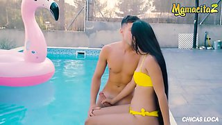 Latina Brunette Orgasms By The Pool - Hot Squirting