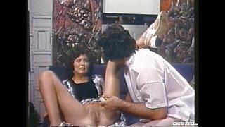 Linda Lovelace Shows Her Classic Deap Throat Blowjob