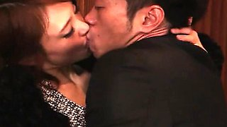 Intense Kiss and Intertwined Bodies