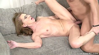 Ardent wrinkled cougar in glasses Viol gets nailed doggy style hard
